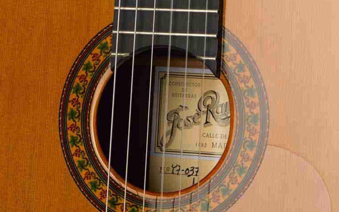 Tradicional Serranito Guitar